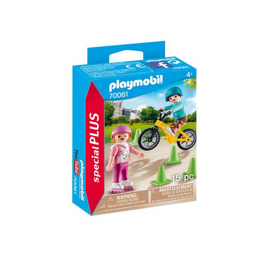Enfants avec vélo et rollers